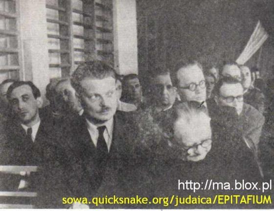 Tadeusz Mazowiecki 1. z lewej, za Piaseckim, szefem PAX-u , na szkoleniu w UB
